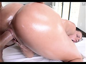 giving Peta Jensen a greased manmeat down her slippery vagina