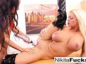 Nikita's girly-girl office penetrate