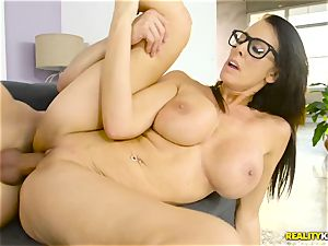 Mature ample mounds housewife Reagan Foxx seduces her insane stepson
