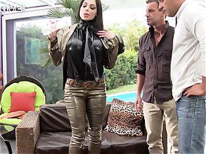 Luxury supah buxomy porno starlet Aletta Ocean takes 2 peckers in her tasty booty
