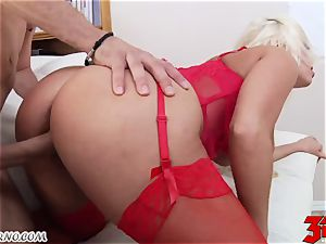 towheaded Britney Amber with bubble tits gargles a big man sausage