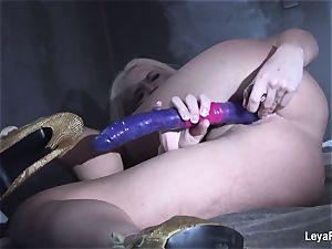 Leya Falcon sticks bang-out fucktoys in both her holes