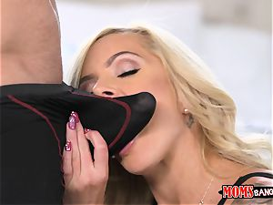 Nina Elle muff tongues Naomi woods with the cheating bf