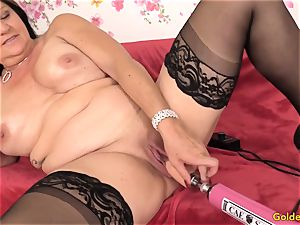 Mature Leylani penis boinked by a Machine