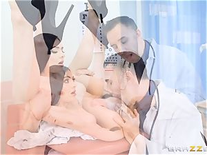 Marley Brinx gets her vulva deeply investigated at the doctors