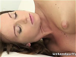 Chrissy curves in a moist solo session