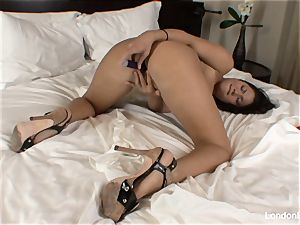 Pierced japanese London Keyes plays with her beaver in couch